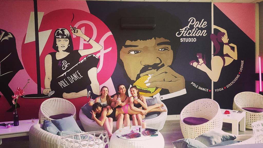 Pole Fiction Studio Lounge Girls Smoothies